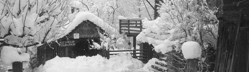 L'hiver en Isère, dans nos montagnes, nos chambres d'hôtes et le Four à Pain sous la neige